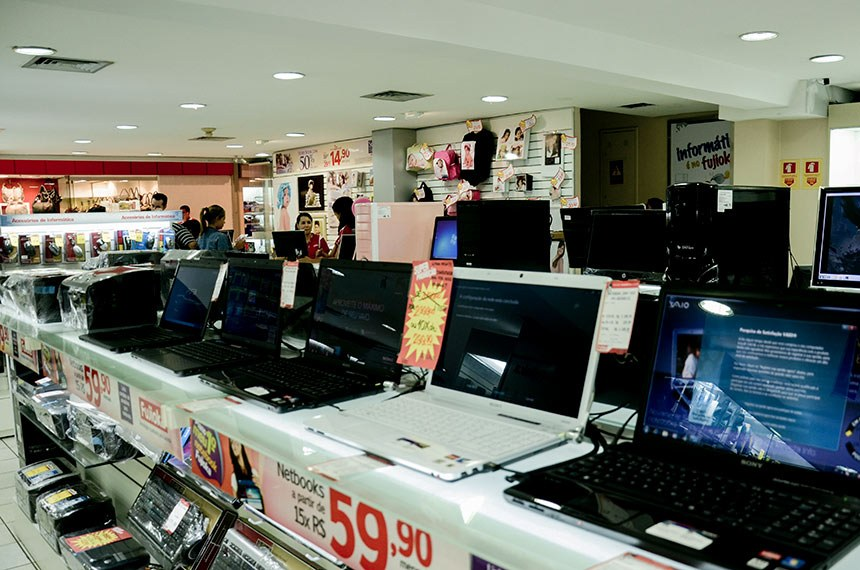 Parcial de lojas do Shopping Conjunto Nacional de Brasília.