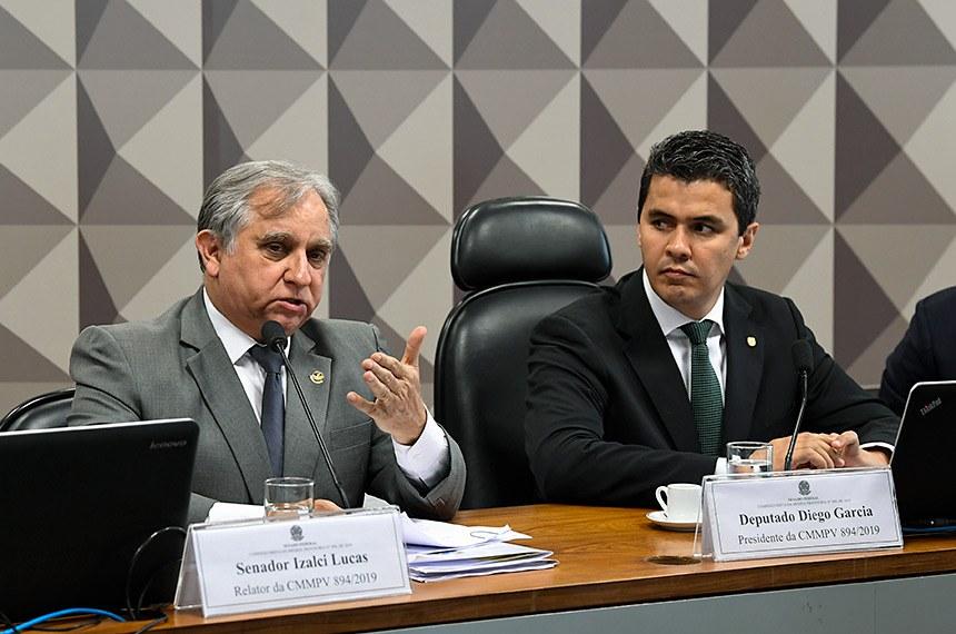Comissão Mista da Medida Provisória (CMMPV) n° 894 de 2019, que institui pensão especial destinada a crianças com microcefalia decorrente do Zika Vírus, nascidas entre 1º de janeiro de 2015 e 31 de dezembro de 2018, beneficiárias do Benefício de Prestação Continuada, realiza reunião deliberativa para apreciação de relatório.   Mesa:  relator da CMMPV 894/2019, senador Izalci (PSDB-DF);  presidente da CMMPV 894/2019, deputado Diego Garcia (Podemos-PR).  Foto: Jefferson Rudy/Agência Senado