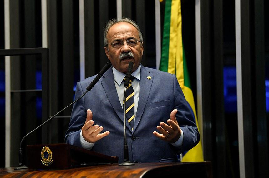 Plenário do Senado Federal durante sessão não deliberativa.  À tribuna, em discurso, senador Chico Rodrigues (DEM-RR).   Foto: Jefferson Rudy/Agência Senado