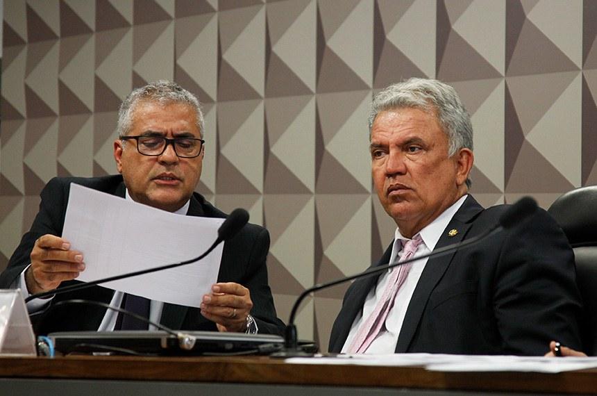 O relator da MP 905, deputado Christino Aureo (PP-RJ), com o presidente da comissão mista, senador Sérgio Petecão (PSD-AC): plano de trabalho prevê votação no dia 19 de fevereiro