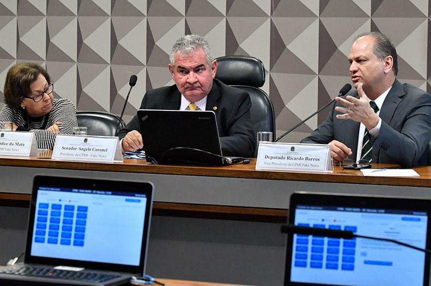 Comissão Parlamentar Mista de Inquérito (CPMI) das Fake News, que investiga a divulgação de notícias falsas nas redes sociais e assédio virtual, realiza reunião de liberativa para apreciação de requerimentos.  Mesa: relatora da CPMI das Fake News, deputada Lídice da Mata (PSB-BA); presidente da CPMI das Fake News, senador Angelo Coronel (PSD-BA); vice-presidente CPMI das Fake News, deputado Ricardo Barros (PP-PR) - em pronunciamento.  Foto: Jane de Araújo/Agência Senado