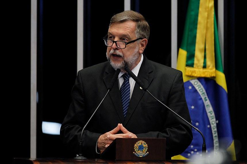 Plenário do Senado Federal durante sessão deliberativa ordinária.   Em discurso, à tribuna, senador Flávio Arns (Rede-PR).  Foto: Beto Barata/Agência Senado