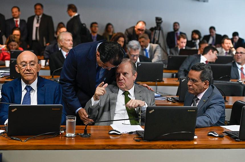 Comissão de Assuntos Econômicos (CAE) realiza Comissão de Assuntos Econômicos (CAE) realiza reunião com 16 itens. Entre eles, o PLP 19/2019, que visa garantir autonomia para o Banco Central.  Bancada: senador Confúcio Moura (MDB-RO);  senador Tasso Jereissati (PSDB-CE);  senador Mecias de Jesus (Republicanos-RR).  Foto: Edilson Rodrigues/Agência Senado