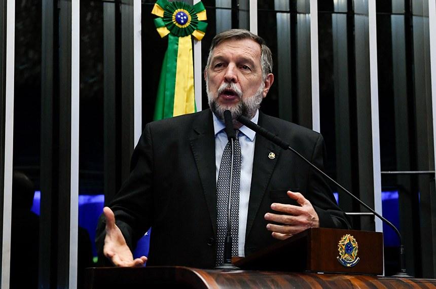 Plenário do Senado Federal durante sessão deliberativa ordinária.   À tribuna, em discurso, senador Flávio Arns (Rede-PR).  Foto: Moreira Mariz/Agência Senado