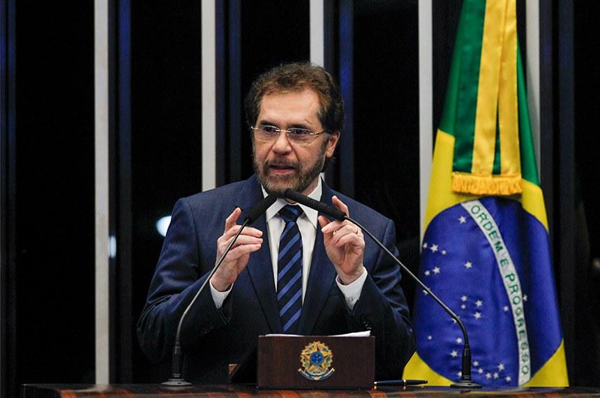Plenário do Senado Federal durante sessão deliberativa ordinária.   Em discurso, à tribuna, senador Plínio Valério (PSDB-AM).  Foto: Beto Barata/Agência Senado
