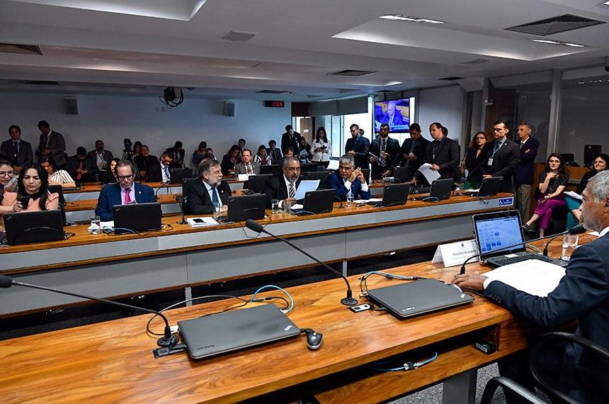 Comissão de Assuntos Sociais pode ouvir  ministro da Saúde, Luiz Henrique Mandetta, na próxima semana