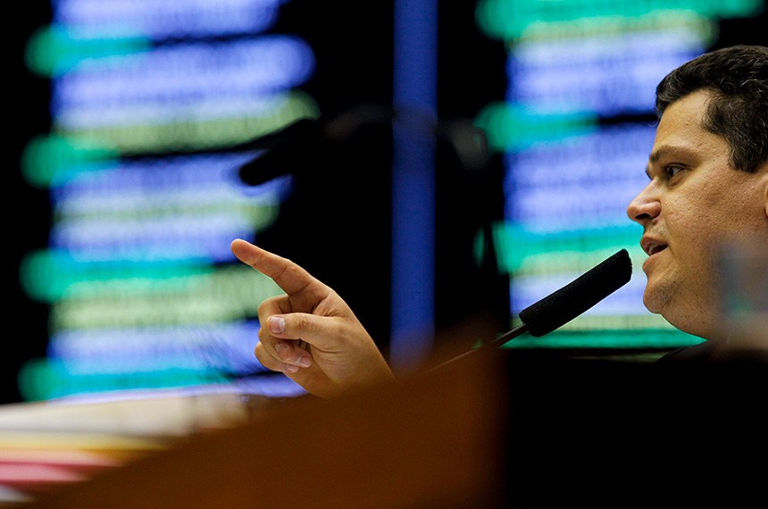 Plenário da Câmara dos Deputados durante sessão conjunta do Congresso Nacional destinada à deliberação dos vetos nºs 45, 46, 47 e 52 de 2019, e de outros expedientes.  À mesa, em pronunciamento, presidente do Senado Federal, senador Davi Alcolumbre (DEM-AP).  Foto: Beto Barata/Agência Senado