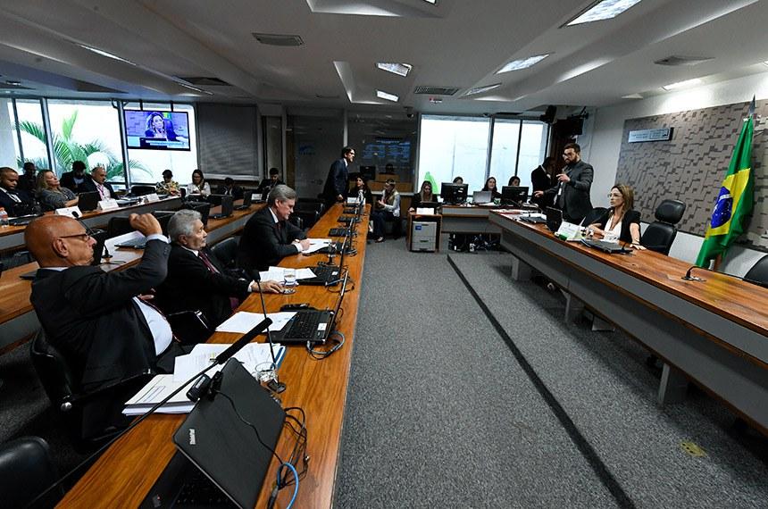 Comissão de Agricultura e Reforma Agrária (CRA) realiza reunião deliberativa com 3 itens. Entre eles, o PLC 64/2013, que cria os selos verdes Cacau Cabruca e Cacau Amazônia.  À mesa, presidente da CRA, senadora Soraya Thronicke (PSL-MS).  Bancada: senador Esperidião Amin (PP-SC);  senador Elmano Férrer (Podemos-PI);  senador Dário Berger (MDB-SC).  Foto: Edilson Rodrigues/Agência Senado