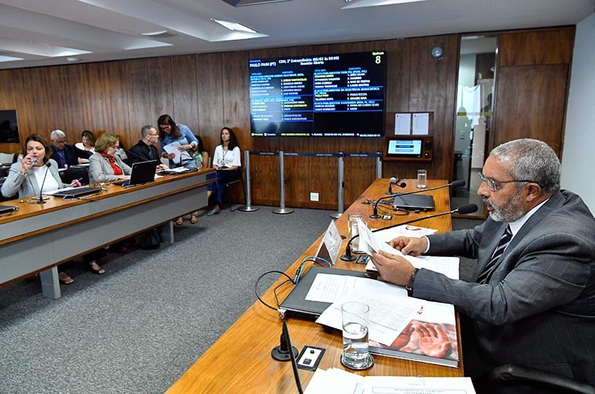 Comissão de Direitos Humanos e Legislação Participativa (CDH) realiza reunião com 34 itens. Entre eles, o PL 5.650/2019, que inclui entidades dedicadas à proteção dos direitos de crianças e adolescentes entre os agentes legitimados para propor ação civil pública.  À mesa, presidente da CDH, senador Paulo Paim (PT-RS), em pronunciamento.  Bancada: senadora Leila Barros (PSB-DF);  senadora Zenaide Maia (Pros-RN); senador Fabiano Contarato (Rede-ES).  Foto: Geraldo Magela/Agência Senado