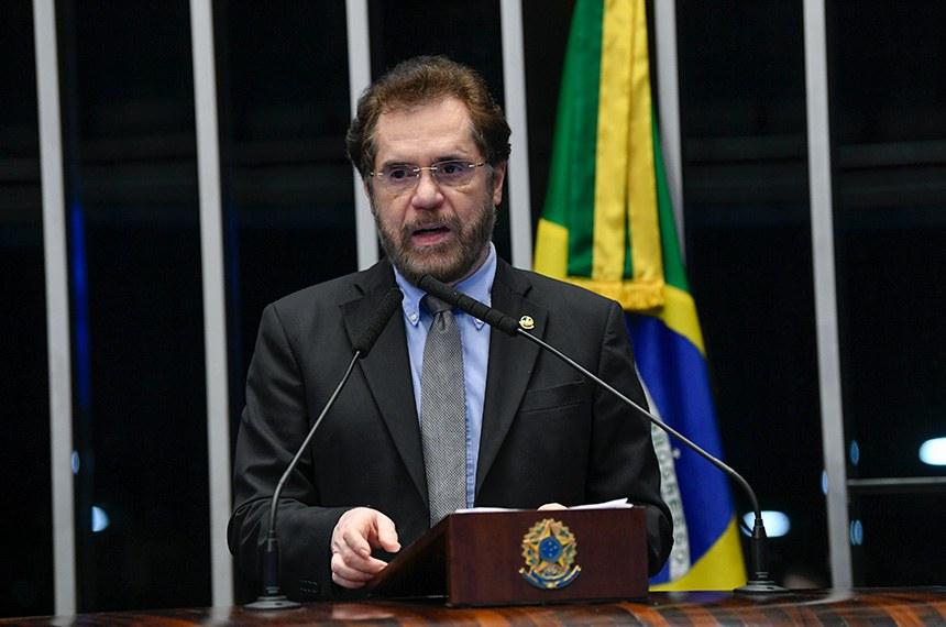 Plenário do Senado Federal durante sessão não deliberativa.   À tribuna, em discurso, senador Plínio Valério (PSDB-AM).  Foto: Jefferson Rudy/Agência Senado