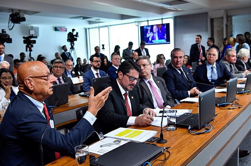 Comissão de Relações Exteriores e Defesa Nacional (CRE) realiza sabatina de embaixadores indicados para chefes de missão diplomática nos Estados Unidos e Líbano.  Bancada: senador Esperidião Amin (PP-SC) - em pronunciamento; senador Marcos do Val (Podemos-ES);  senador Antonio Anastasia (PSDB-MG);  senador Fernando Collor (Pros-AL);  senador Fernando Bezerra Coelho (MDB-PE); senador Angelo Coronel (PSD-BA);  senador Jaques Wagner (PT-BA).  Foto: Geraldo Magela/Agência Senado