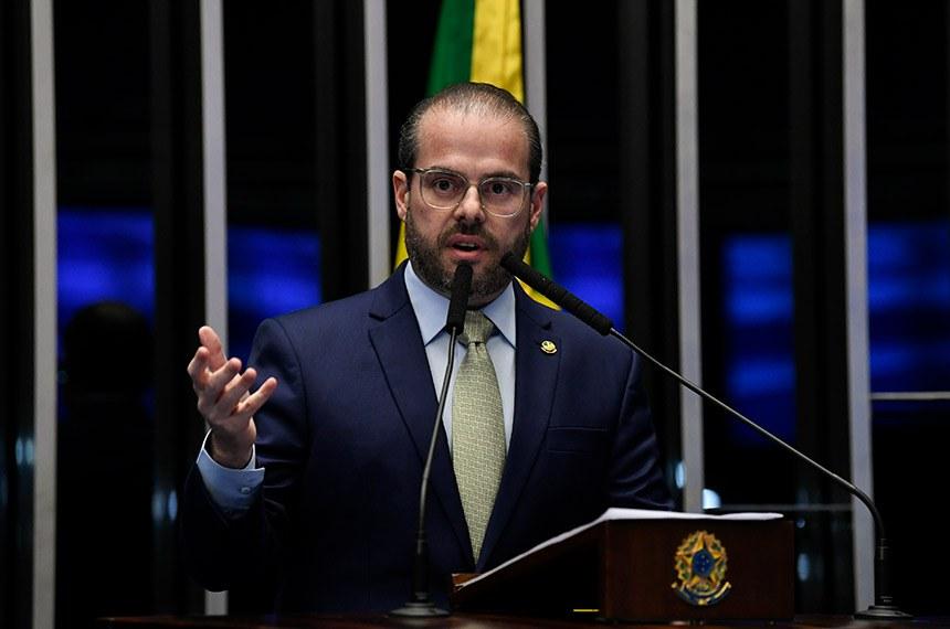 Plenário do Senado Federal durante sessão não deliberativa.   Em discurso, à tribuna, senador Prisco Bezerra (PDT-CE).  Foto: Jefferson Rudy/Agência Senado
