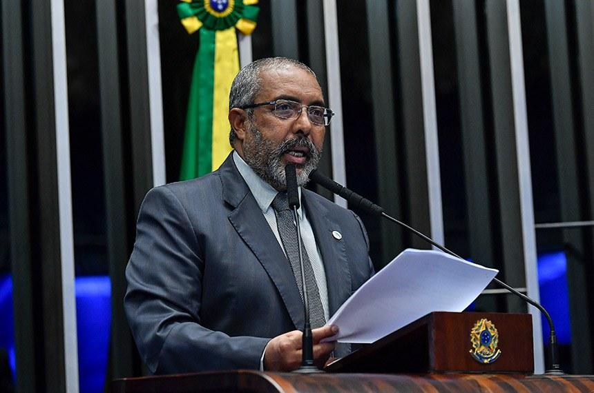 Plenário do Senado Federal durante sessão não deliberativa.   À tribuna, em discurso, senador Paulo Paim (PT-RS).  Foto: Jane de Araújo/Agência Senado
