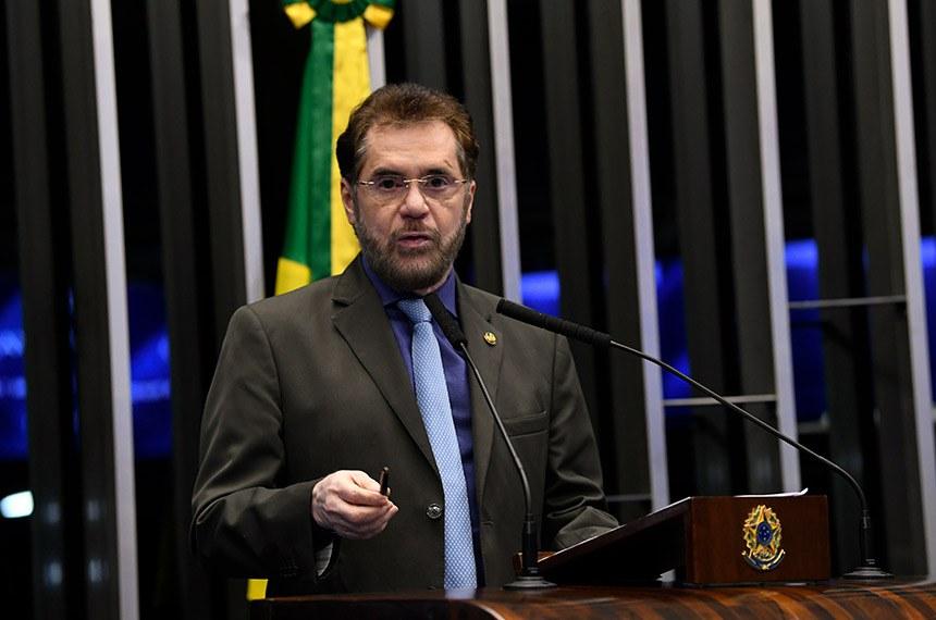 Plenário do Senado Federal durante sessão não deliberativa.   Em discurso, à tribuna, senador Plínio Valério (PSDB-AM).  Foto: Jefferson Rudy/Agência Senado