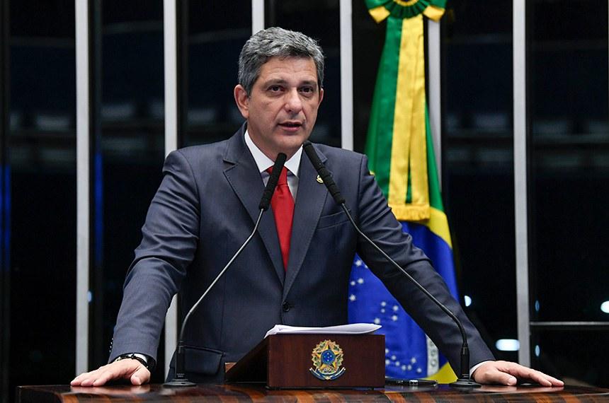 Plenário do Senado Federal durante sessão não deliberativa.   Em discurso, à tribuna, senador Rogério Carvalho Santos (PT-SE).  Foto: Jefferson Rudy/Agência Senado