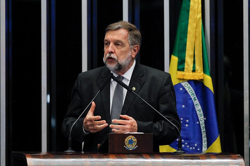 Plenário do Senado Federal durante sessão deliberativa ordinária.   À tribuna, em discurso, senador Flávio Arns (Rede-PR).  Foto: Beto Barata/Agência Senado