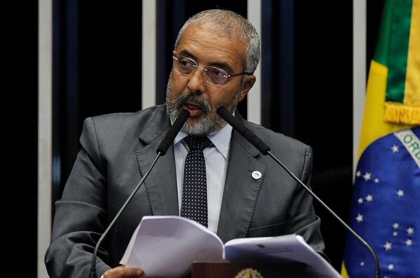 Plenário do Senado Federal durante sessão deliberativa ordinária.   Em discurso, à tribuna, senador Paulo Paim (PT-RS).  Foto: Beto Barata/Agência Senado