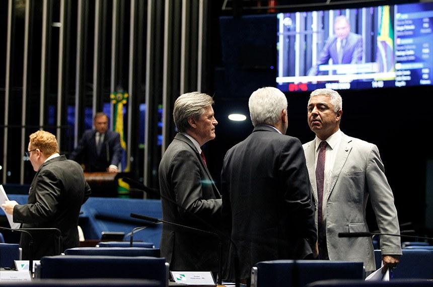 Plenário do Senado Federal durante sessão deliberativa ordinária.   Participam: senador Major Olimpio (PSL-SP);  senador Dário Berger (MDB-SC).  Em discurso, à tribuna, senador Alvaro Dias (Podemos-PR).  Foto: Beto Barata/Agência Senado
