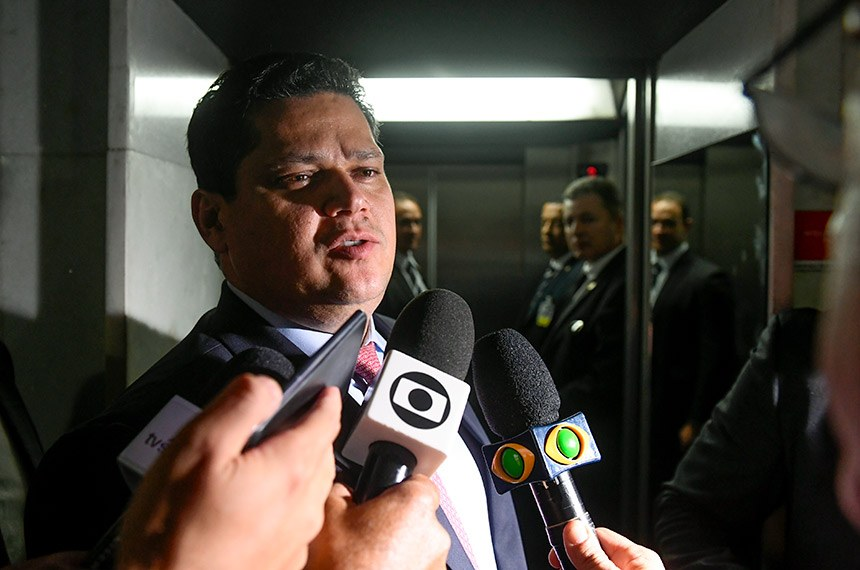 Presidente do Senado Federal, senador Davi Alcolumbre (DEM-AP), concede entrevista.  Foto: Marcos Oliveira/Agência Senado