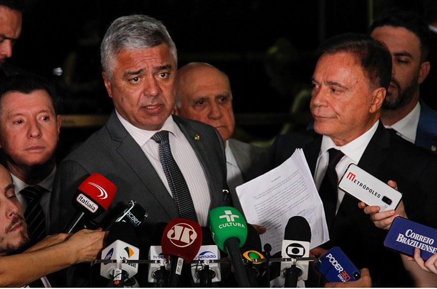 Os senadores Major Olímpio, Lasier Martins (ao fundo) e Álvaro Dias