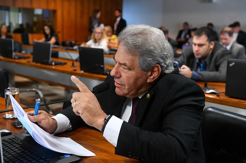 Comissão de Assuntos Econômicos (CAE) realiza reunião com 2 itens: autorização de empréstimos para Ponta Porã/MS e Araguaína/TO.  Em pronunciamento, senador Luiz do Carmo (MDB-GO) à bancada.   Foto: Marcos Oliveira/Agência Senado