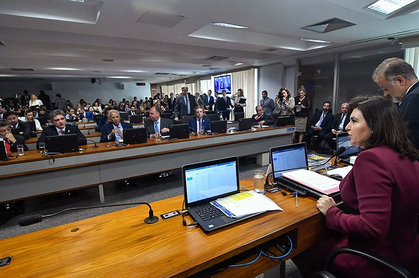 Comissão de Constituição, Justiça e Cidadania (CCJ) realiza reunião deliberativa com 40 itens. Entre eles a PEC 187/2019, que permite uso para outras finalidades de recursos retidos em fundos públicos.  À mesa, presidente da CCJ, senadora Simone Tebet (MDB-MS), conduz reunião.  Bancada: senador Paulo Rocha (PT-PA);  senador Rogério Carvalho Santos (PT-SE); senador Oriovisto Guimarães (Podemos-PR); senador Fernando Bezerra Coelho (MDB-PE); senador Antonio Anastasia (PSDB-MG);  senador Marcelo Castro (MDB-PI);  senador Fabiano Contarato (Rede-ES);  senador Rodrigo Cunha (PSDB-AL);  senador Mecias de Jesus (Republicanos-RR); senadora Leila Barros (PSB-DF).  Foto: Geraldo Magela/Agência Senado