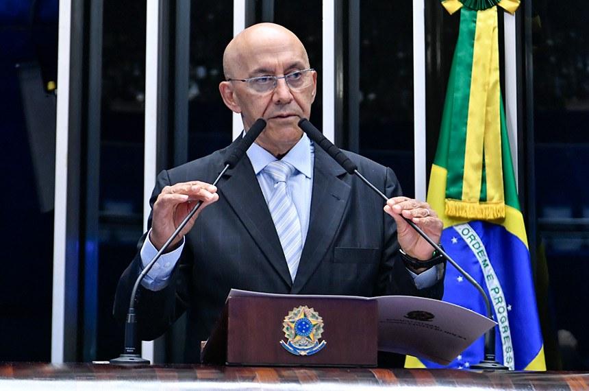 O senador disse que o presidente da República não pode estimular um protesto contra os outros poderes