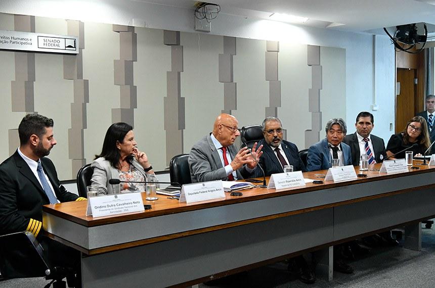 Audiência com representantes de aeronautas foi realizada pela Comissão de Direitos Humanos