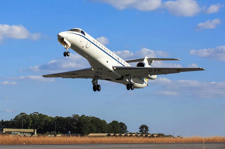 O texto prevê que as aeronaves sejam usadas apenas para atividades de serviço público e missão oficial