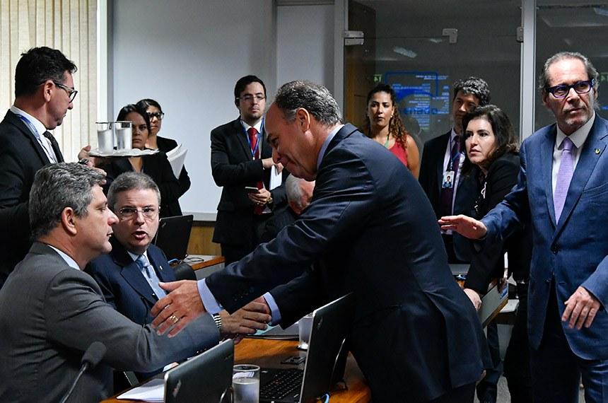 Comissão de Constituição, Justiça e Cidadania (CCJ) realiza reunião deliberativa com 34 itens. Entre eles a PEC 187/2019, que permite uso para outras finalidades de recursos retidos em fundos públicos.   Bancada:  senador Antonio Anastasia (PSD-MG);  senador Fernando Bezerra Coelho (MDB-PE);  senador Luiz Pastore (MDB-ES);  senador Rogério Carvalho Santos (PT-SE);  senadora Simone Tebet (MDB-MS).  Foto: Geraldo Magela/Agência Senado