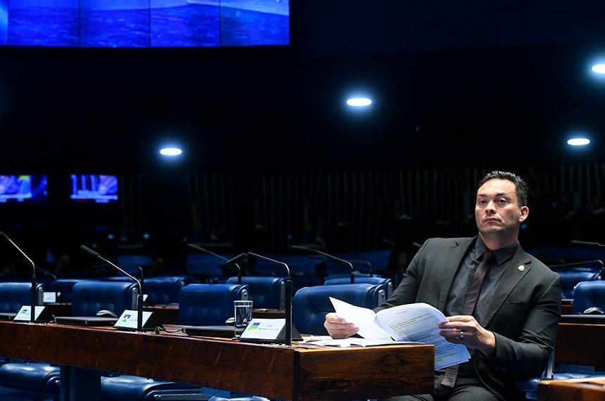 Plenário do Senado Federal durante sessão não deliberativa.   À bancada, senador Styvenson Valentim (Podemos-RN).  Foto: Marcos Oliveira/Agência Senado
