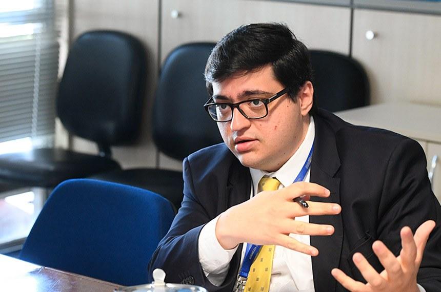 Diretor-executivo da Instituição Fiscal Independente (IFI), reuni-se com o grupo Organização para a Cooperação e Desenvolvimento Económico ou Econômico (OCDE).  À mesa, em pronunciamento, diretor-executivo da Instituição Fiscal Independente (IFI) do Senado, Felipe Salto.  Foto: Marcos Oliveira/Agência Senado