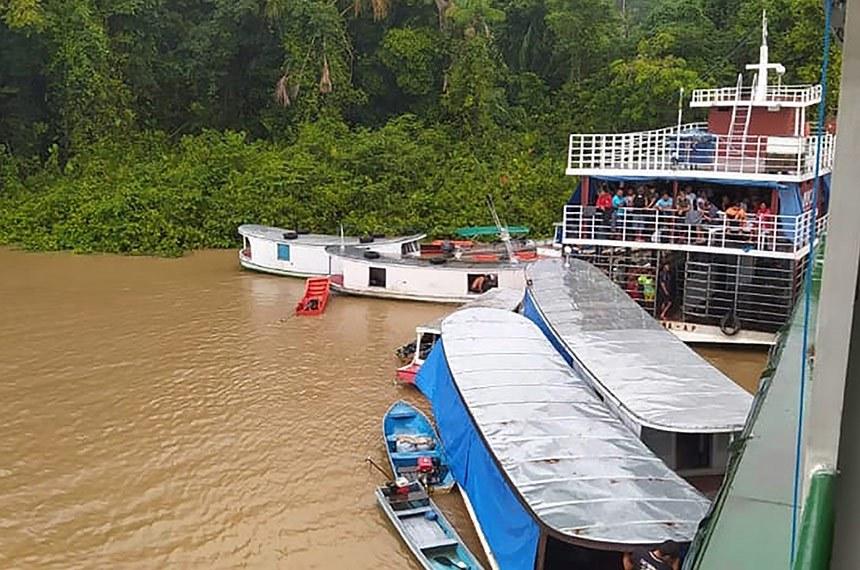 29.02.2020 Oito sobreviventes são resgatados após naufrágio do navio Anna Karoline III que afundou em Laranjal do Jari, no Amapá.