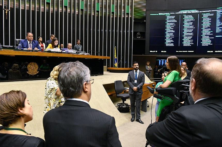 Plenário da Câmara dos Deputados durante sessão conjunta do Congresso Nacional destinada à deliberação dos Vetos nºs 55 a 62 de 2019 e 1 e 2 de 2020 e dos Projetos de Lei do Congresso Nacional nºs 4, 2 e 3 de 2020.  Em pronunciamento, à bancada, senadora Mara Gabrilli (PSDB-SP).   Mesa:  segundo-secretário da Mesa do Senado Federal e líder do governo no Congresso, senador Eduardo Gomes (MDB-TO);  secretária-geral da Mesa, Adriana Alves Zaban; senador Chico Rodrigues (DEM-RR).  Foto: Roque de Sá/Agência Senado