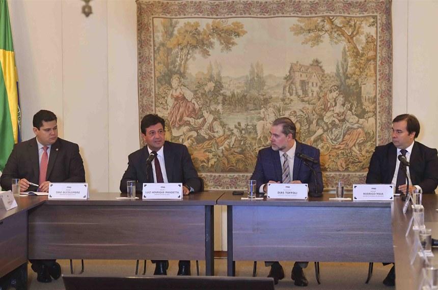 Da esquerda para a direita: Davi Alcolumbre, Luiz Henrique Mandetta, Dias Toffoli e Rodrigo Maia