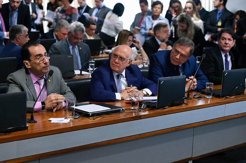 Comissão de Constituição, Justiça e Cidadania (CCJ) realiza reunião deliberativa com 03 itens. Entre eles, o PLS 166/2018, que disciplina a prisão após condenação em segunda instância.   À bancada, em pronunciamento, senador Jorge Kajuru (Cidadania-GO).   Participam:  senador Lasier Martins (Podemos-RS);  senador Alvaro Dias (Podemos-PR);  senador Cid Gomes (PDT-CE).  Foto: Edilson Rodrigues/Agência Senado