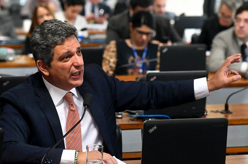Rogério Carvalho concorda com a medida, mas também defende o fim do teto de gastos