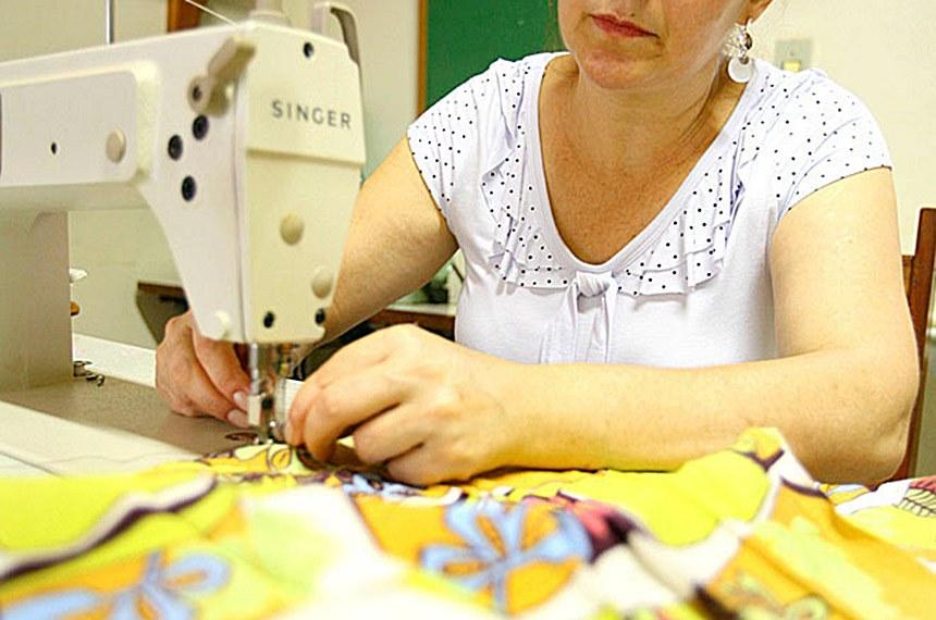 Sonia Regina Maziero, costureira, uma das beneficiadas pelo Microcrédito no município de Tangará da Serra, Mato Grosso.