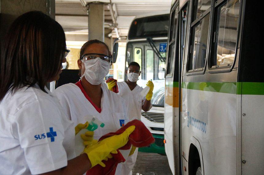"""Alvaro Dias destacou que """"esses profissionais estão na linha de frente do combate à pandemia"""""""