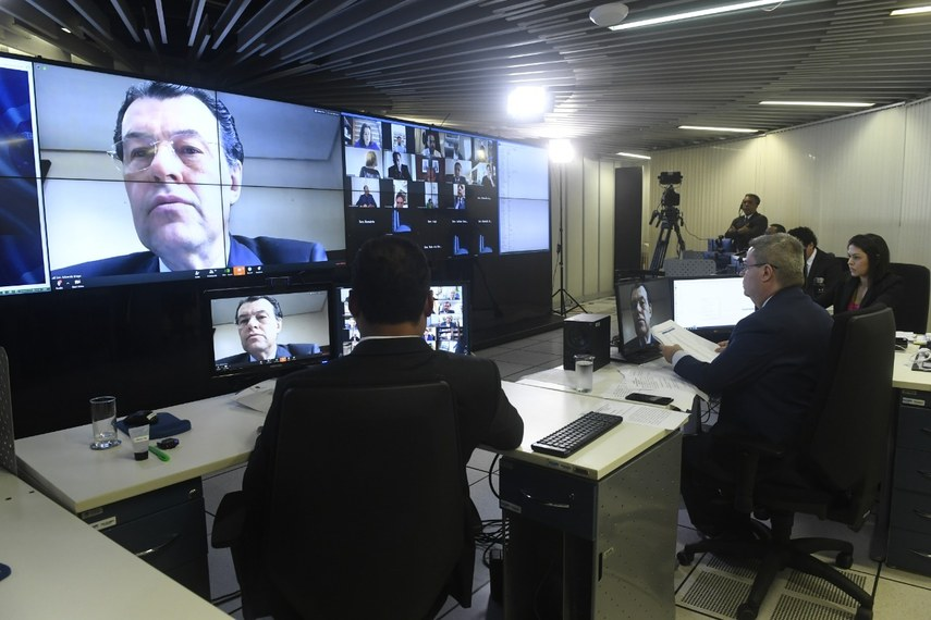 O senador Eduardo Braga fala por vídeo durante sessão virtual desta sexta-feira