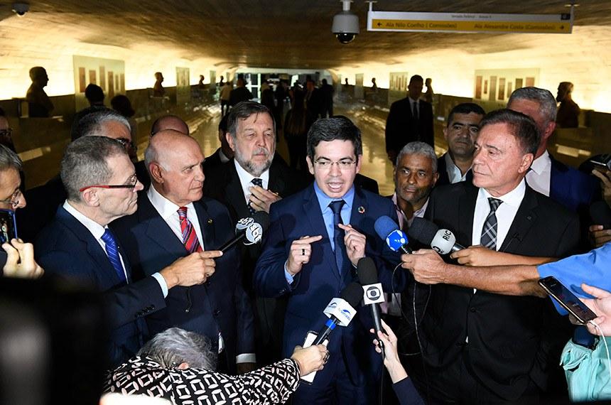 Parlamentares concedem entrevista no Túnel do Tempo do Senado Federal.   Senador Randolfe Rodrigues (Rede-AP) concede entrevista.   Foto: Roque de Sá/Agência Senado
