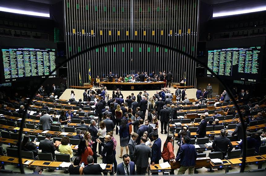 Plenário da Câmara dos Deputados durante sessão conjunta do Congresso Nacional destinada à deliberação dos Vetos nºs 55 a 62 de 2019 e 1 e 2 de 2020 e dos Projetos de Lei do Congresso Nacional nºs 4, 2 e 3 de 2020.   Participam: primeira secretária da Mesa da Câmara dos Deputados, deputada Soraya Santos (PL-RJ); deputada Celina Leão (PP-DF); senadora Mara Gabrilli (PSDB-SP).   Foto: Roque de Sá/Agência Senado