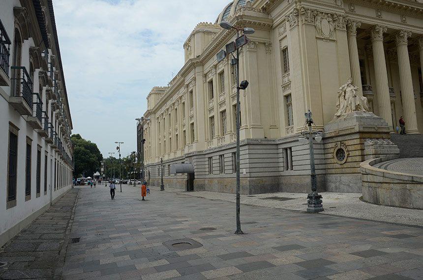 Centro do Rio vazio após início da quarentena na cidade
