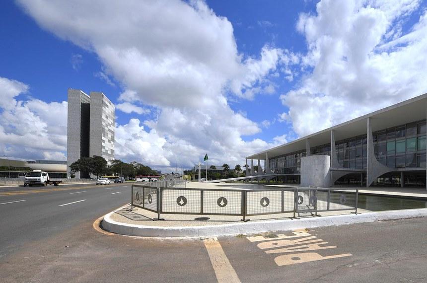 Planalto (em primeiro plano) enviou pedido ao Congresso nesta quinta