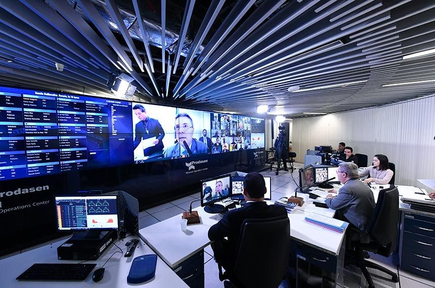 Vice-presidente do Senado, Antonio Anastasia comanda a sessão virtual da sala do Prodasen