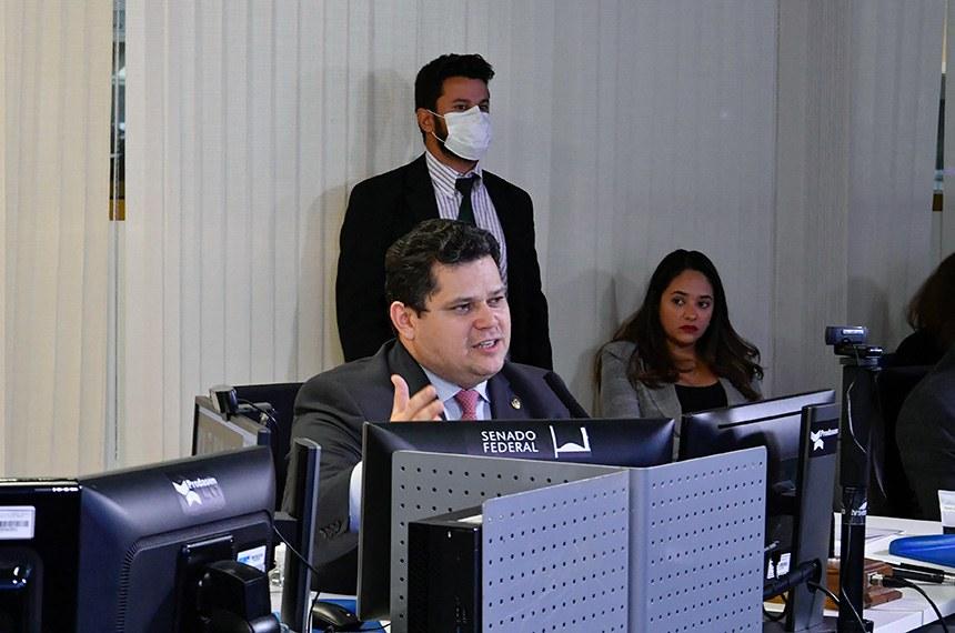 29ª Sessão Deliberativa (remota) da 2ª Sessão Legislativa Ordinária da 56ª Legislatura. Ordem do dia.   Nesta terça-feira (07), em sessão virtual, os senadores votam o PL 1.282/2020 que institui o Programa Nacional de Apoio as Microempresas e Empresas de Pequeno Porte (Pronampe) para o desenvolvimento e fortalecimento dos pequenos negócios durante a pandemia de coronavírus.   A sessão é realizada na sala da Secretaria de Tecnologia da Informação (Prodasen) e conduzida pelo presidente do Senado Federal.   Em destaque, presidente do Senado Federal, senador Davi Alcolumbre (DEM-AP).   Foto: Waldemir Barreto/Agência Senado