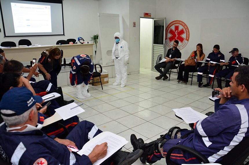Equipe de saúde de Manaus em treinamento sobre coronavírus