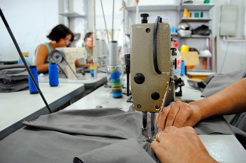 Costureira representa o empreendedorismo de pequenos negócios, que abrange os microempreendedores individuais (MEI), as microempresas (ME) e as empresas de pequeno porte (EPP)
