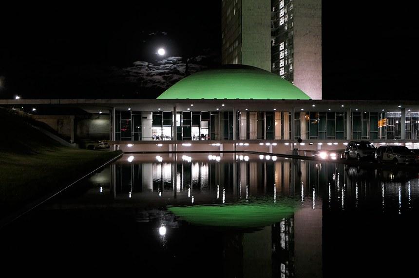 Cúpula do Senado reebe iluminação verde como parte das ações da campanha Junho Verde, para homenagear o Dia Internacional do Meio Ambiente, 5 de junho, e conscientizar a população sobre as causas ambientais.  Foto: Roque de Sá/Agência Senado