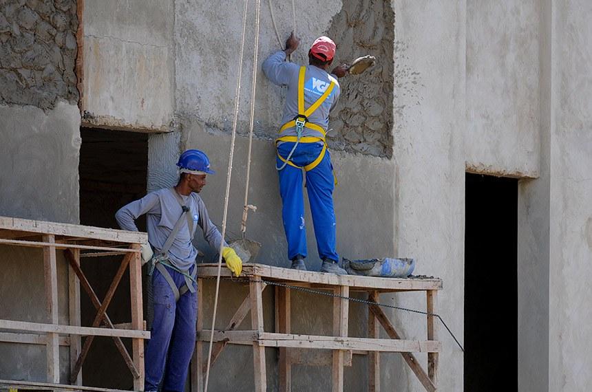 Brasília apresentou, em junho, taxa de desemprego de 14,2%. O índice, de acordo com a Pesquisa de Emprego e Desemprego no Distrito Federal (PED-DF), demonstra relativa estabilidade, já que, em maio, o número registrado chegou a 14,4%. O levantamento foi divulgado nesta quarta-feira (29), durante entrevista coletiva no auditório da Companhia de Planejamento do DF (Codeplan). Tal desempenho resultou do crescimento na construção (15,1% ou geração de 11 mil postos de trabalho).